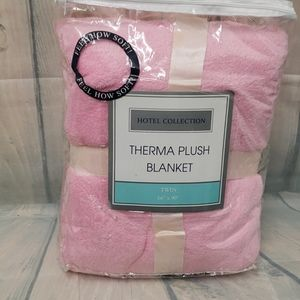 New  Hotel collection therma plush blanket pink
